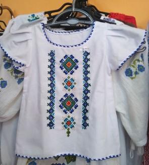 Bluza fetita -  din bumbac alb cu broderie color - model 1