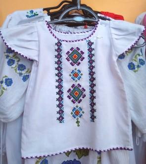 Bluza fetita -  din bumbac alb cu broderie color - model 2