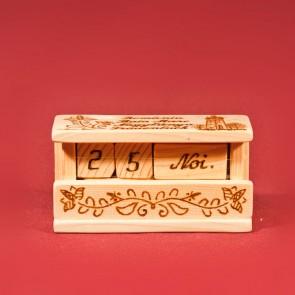 Calendar pirogravat din lemn cu cuburi