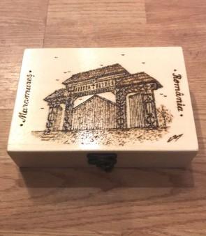 Cutie din lemn pirogravata - cu poarta maramureseana - mare