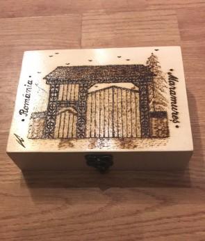 Cutie din lemn pirogravata - cu poarta maramureseana - mare - tip 2
