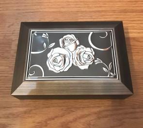 Cutie bijuterii din lemn - cu aplicatie metalica- trandafiri