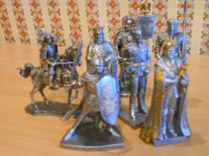 Soldatel de plumb de colectie - Medieval in armura- cu scut