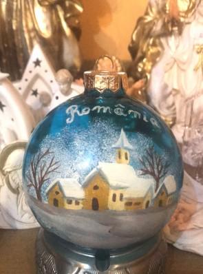 Glob brad 10 cm din sticla - cu pictura manuala - decoratiune craciun- albastru