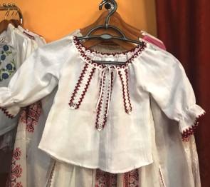 Bluza ie fetita -  din bumbac - alb cu panglica  rosie- marime 122 - produs romanesc