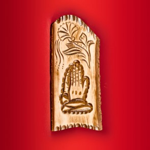 Placheta lemn sculptata cu Maini care se roaga