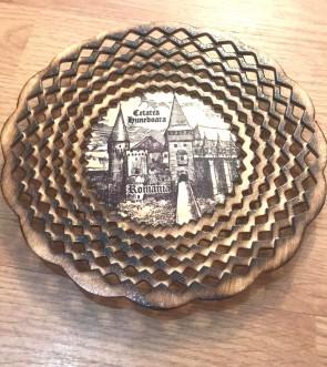 Platou dantelat din lemn cu Castelul Hunedoara - rotund -mic