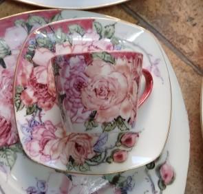 Serviciu cafea cu pictura manuala - 6 persoane - trandafiri - roz