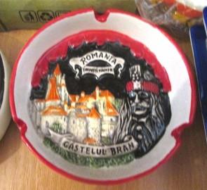 Scrumiera ceramica suvenir -in relief - Castelul Bran-10cm- varianta rosu cu negru