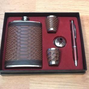 Set cadou pentru barbati- plosca inox,2 pahare,pix