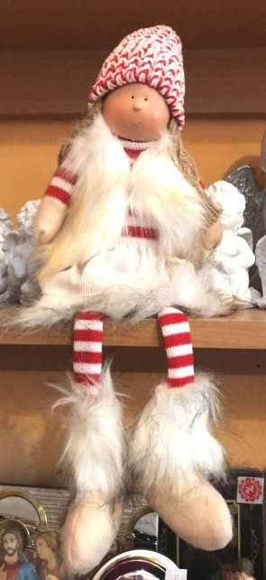 Fetita cu picioare atarnate- decoratiune craciun- rosu- 43 cm